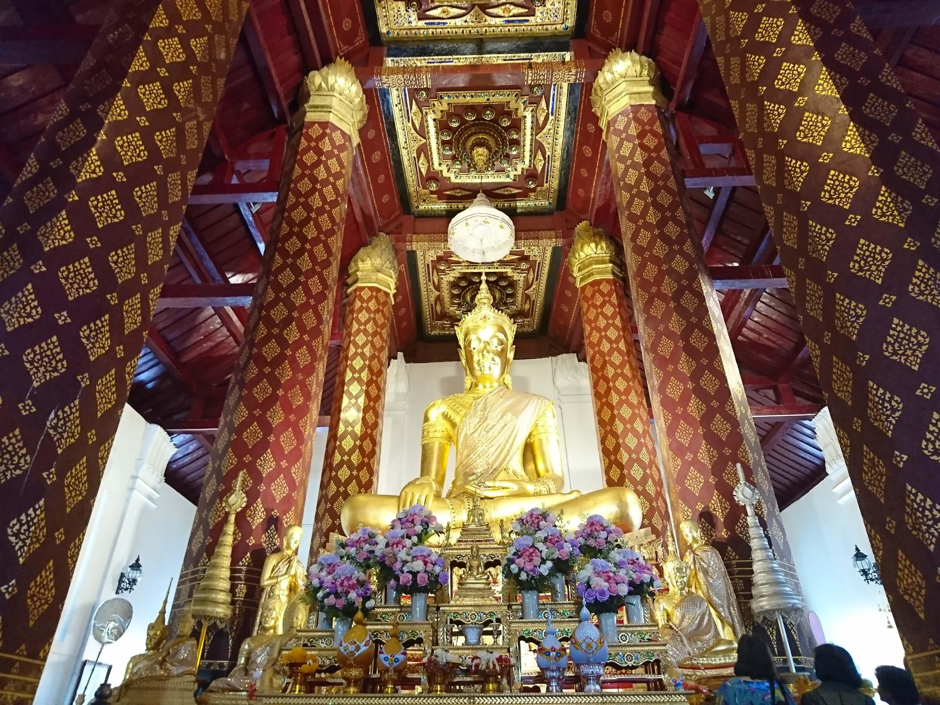 ワット ナープラメーン(วัดหน้าพระเมรุ・Wat Na Phramen)/ ビルマからの侵攻による破壊を免れた奇跡の寺院