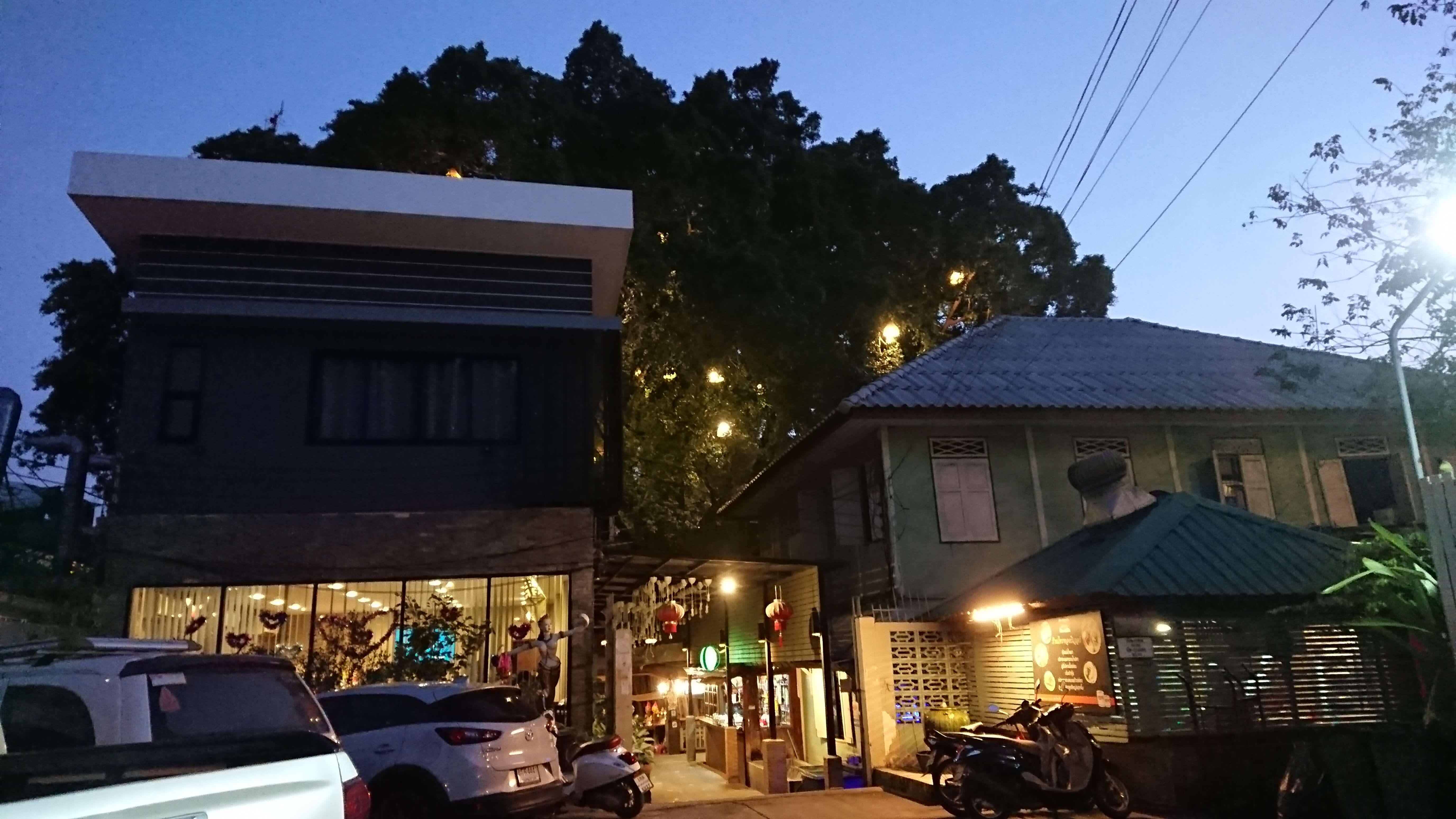 Sai Thong Restaurant(サイトーン レストラン) / チャオプラヤー川を見ながら美味しいタイ料理に舌鼓