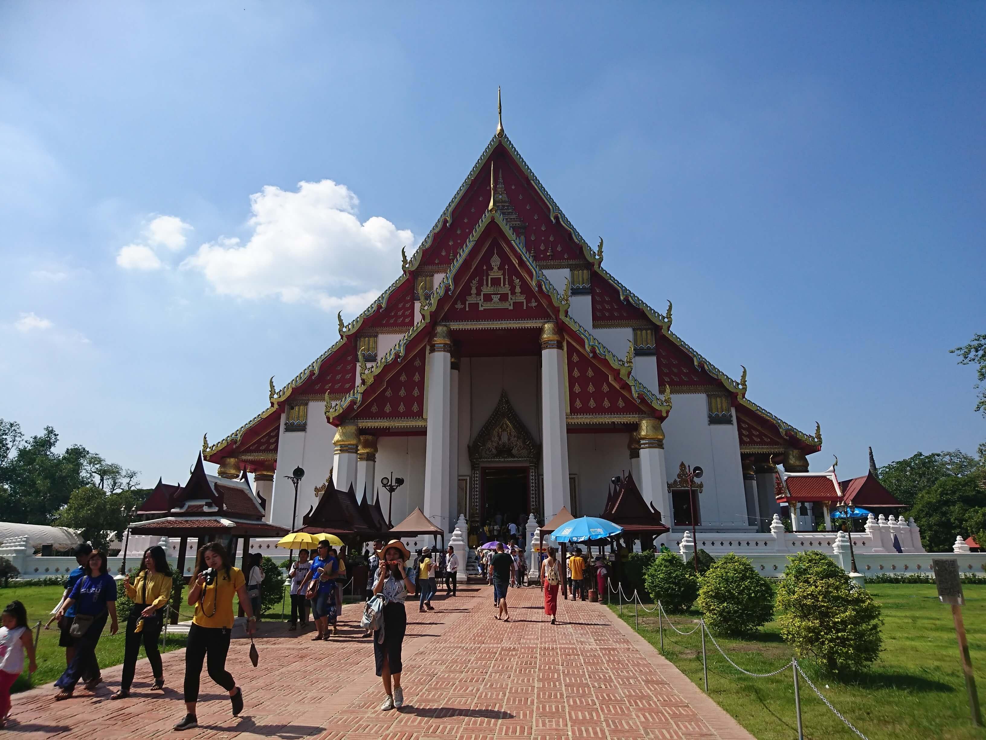 ヴィハーンプラモンコンボピット(Wihan Phra Mongkhon Bophit) / アユタヤで最も参拝者が多く、最大クラスの仏像が安置された礼拝堂