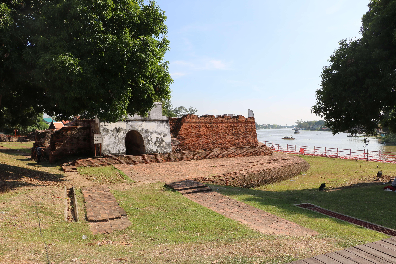 ポンペット要塞(The Phet Fortress)/ アユタヤ王朝時代、外敵からの都市防衛の要だった重要な要塞