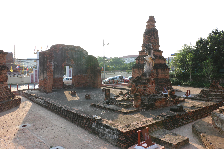 ワットスワンナーワ(Wat Suwannawas)/ 交通量の多い、アユタヤ周回道路沿いにあり、見所の多い仏教寺院遺跡