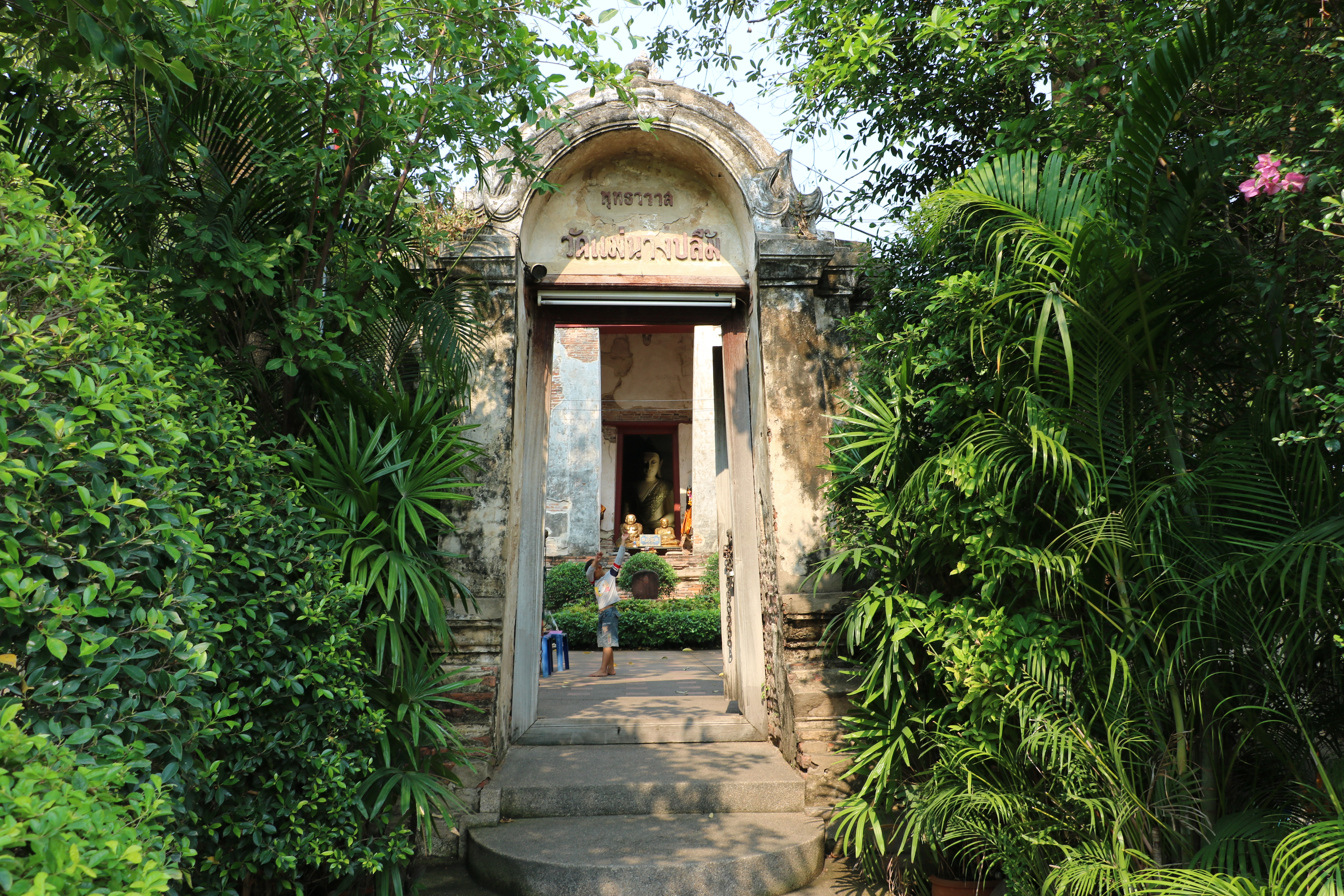 ワットメーナーンプルーン / ナレースワン王の伝説が残る、厳かな雰囲気を持つ現存仏教寺院