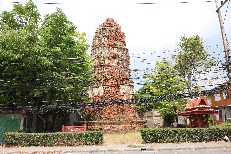ワットランカ(Wat Langka)/ クメール様式のチェーディー(仏塔)だけが残る運河沿いの仏教寺院遺跡