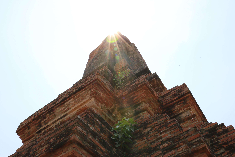 ワットウボーソット(Wat Ubosot)/ 美しい多角形型のチェーディー(仏塔)に登り、上からの景色を堪能できる仏教寺院遺跡