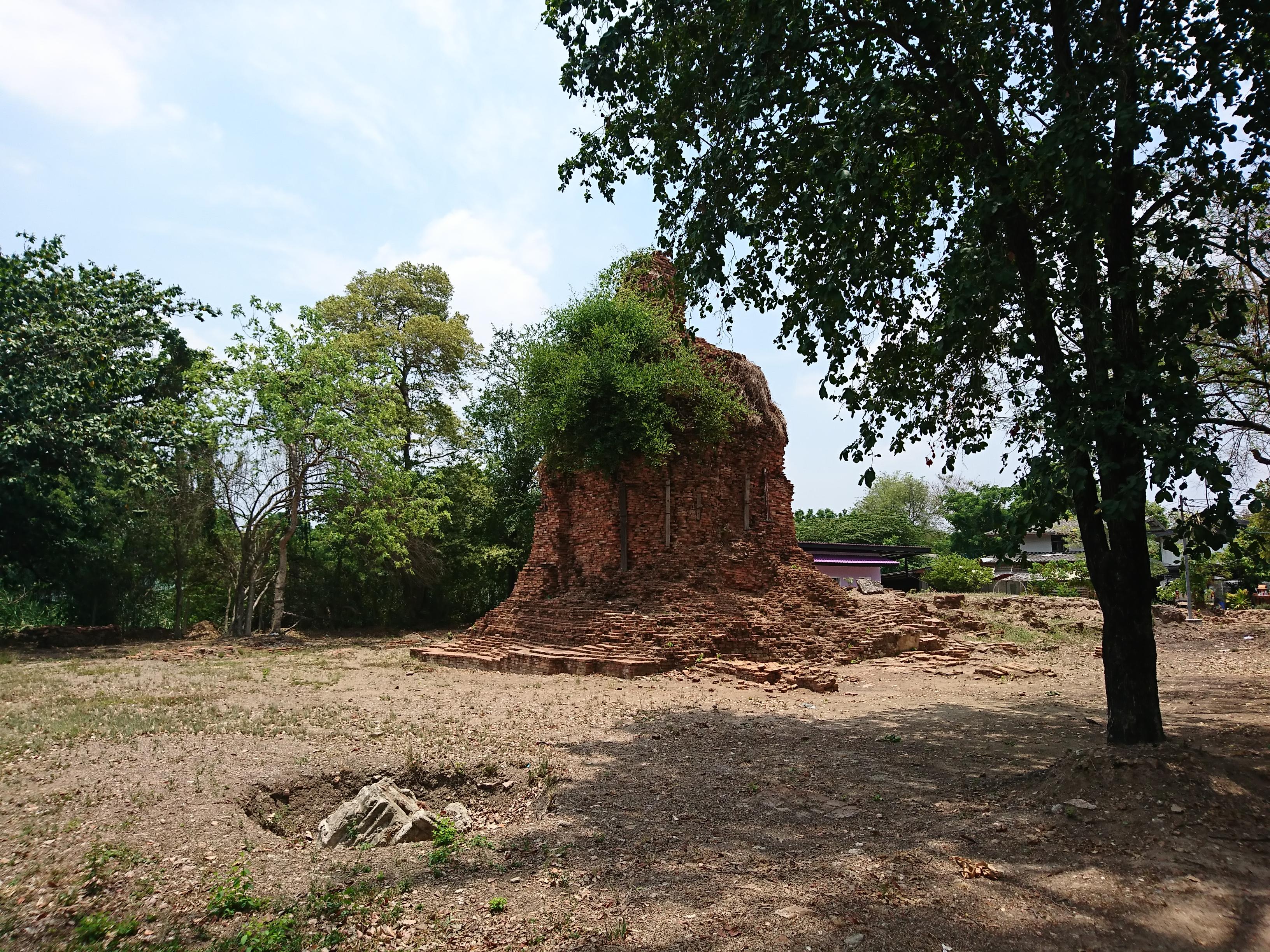 ワットタノンジン(Wat  Thanom Jin)/ アユタヤ王朝後期に建立され、華やかな中国人街にあった仏教寺院遺跡