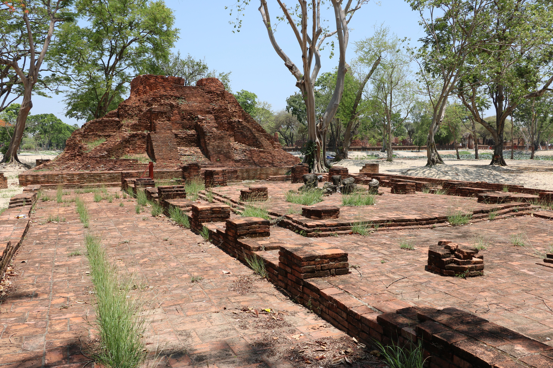 ワットトライトゥン(Wat Traitrueng)/ 世界遺産の中心部近くにありながら、崩壊し風化したメインチェーディー(仏塔)が痛々しい仏教寺院遺跡