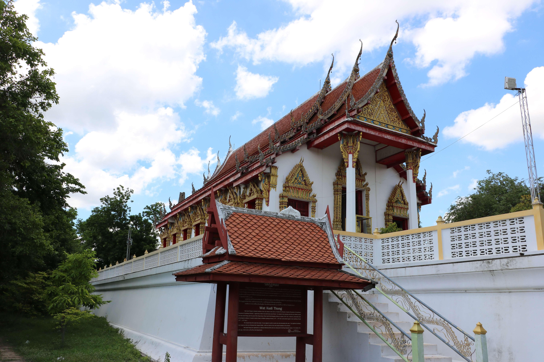 ワットクティートーン(Wat Kudi Thong)/ 2基のチェーディー(仏塔)が静かに佇む、アユタヤ王朝時代から続く仏教寺院