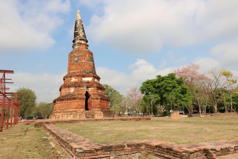 ワットランカーカオ(Wat Langkha Khao)/ アユタヤ旧市街の中心部、歴史公園内にあり、美しいメインチェーディー(仏塔)だけが残る仏教寺院遺跡