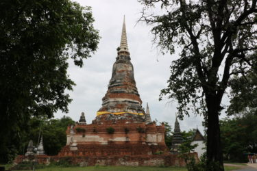 ワットデュシターラム(วัดดุสิตาราม・Wat Dusittharam)/ 敷地奥に大きく立派なメインチェーディー(仏塔)を持つ、アユタヤ王朝中期から続く現存仏教寺院