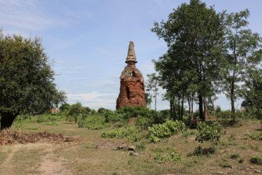 ワットヴィハーンカーオ(วัดวิหารขาว・Wat Wihan Khao)/ 見ていて心が痛くなるほどの盗掘被害を受けながらも、静かに悠久の時を刻む仏教寺院遺跡