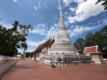 ワットサーラープーン(วัดศาลาปูนวรวิหาร・Wat Sala Pun)/ 王立修道院に指定され、アユタヤ王朝時代の壁画や美しいチェーディー(仏塔)が残る見どころの多い現存仏教寺院
