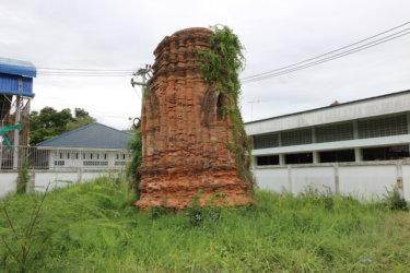 ワットメイナンムック(วัดแม่นางมุก・Wat Mae Nang Muk)/ アユタヤ王朝時代の旧運河沿いにあったといわれる、クメール様式の流れをくむ仏塔が残る仏教寺院遺跡