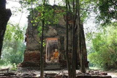 ワットクティースーン(วัดกุฏิสูง・Wat Kuti Sung)/ 近隣住民の信仰の対象として、綺麗に保存されているアユタヤ王朝後期に建立された小さな仏教寺院遺跡