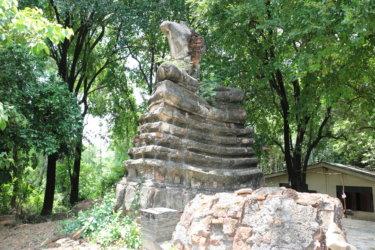 ワットサナムカイ(วัดสนามกาย・Wat Sanam Kai)/ Googleマップにも掲載されておらず、破壊され、盗掘された仏像だけが残る小さな仏教寺院