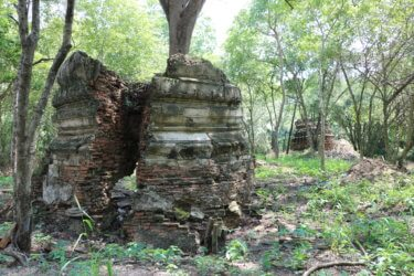 ワットコークカミン(วัดโคกขมิ่น・Wat Khok Khamin)/ 森の奥深く、静かに悠久の時を刻む、破壊され忘れ去られた仏教寺院遺跡
